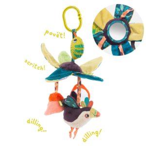 """Venez découvrir la suspension feuilles d'activités de la collection """" Dans la jungle"""" de Moulin Roty. Un jeu de couleurs, textures et motifs variés. Bébé pourra s'amuser avec les feuilles contenant du papier crissant, le prisme, le petit toucan et caméléon, et les fleurs qui contiennent chacune d'elles un grelot."""