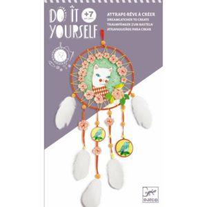 Venez découvrir l'attrape-rêve Arlecat de la collection Do It Yourself de la marque Djeco pour les enfants à partir de 7 ans.