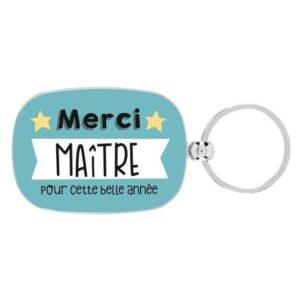 """Venez découvrir le porte clés en métal """"Merci maitre pour cette belle année """" de chez DLP. Ce porte clé avec sa plaque en métal de 4,4 x 6 cm est le sésame pour rentrer chez vous, facile à attraper , immédiatement reconnaissable."""