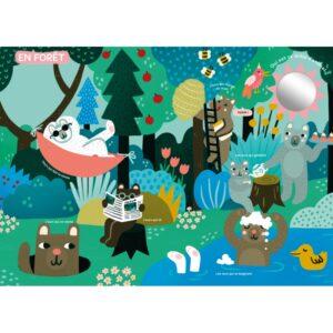 Venez découvrir le très grand livre d'éveil des éditions Auzou. 4 magnifiques planches qui mettent en scène les univers fétiches de la designeuse Michelle Carlslund: - Au cirque - En forêt - En ville - En mer. Un magnifique livre aussi grand qu'un tapis d'éveil !